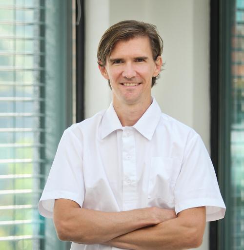 Dr. med Dent Tamásovics Gábor